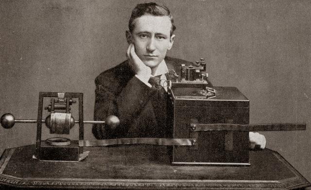 La primera retransmisión por Radio