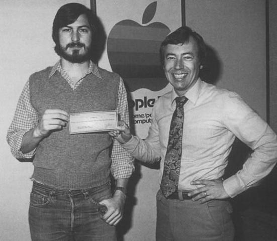 Nace Apple.