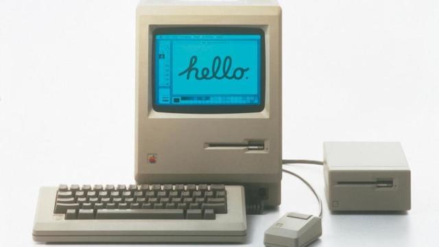El Mac de Apple populariza la interfaz gráfica de usuario.