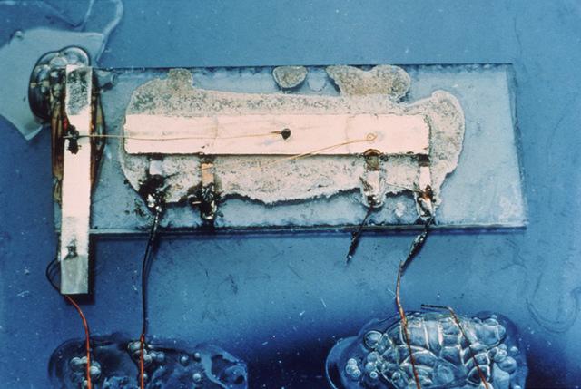 Texas Instrument crea el primer circuito integrado.