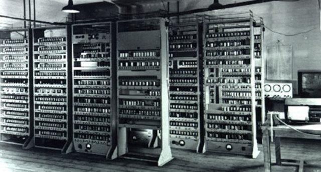 Modificación de ENIAC - Arquitectura Von Neumann.