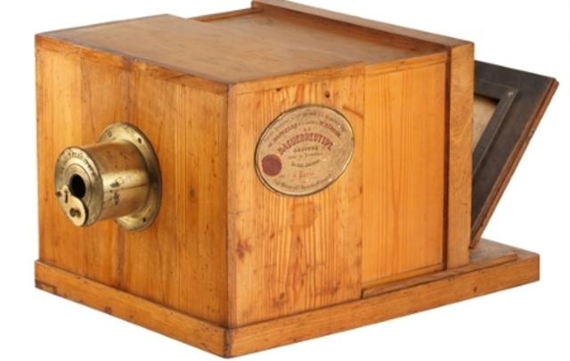 Daguerre inventa el daguerrotipo