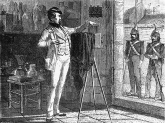 Abel Niépce de Saint Victor descubrió la forma de reemplazar el papel por el vidrio