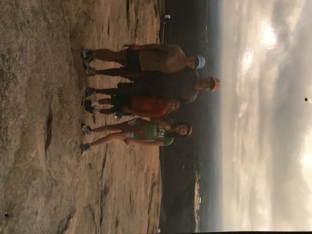 Mi familia y yo fuimos escalamos.