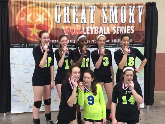 Mi equipo de voleibol y yo ganamos todos los juegos.