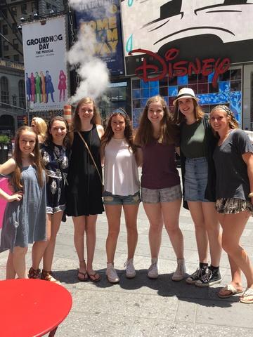 Mis amigas, mamas y yo fuimos al NYC para nos cumpleaños de 16.
