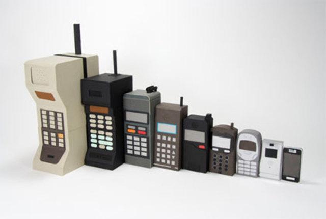 Den første mobiltelefon - Hvordan så den første mobil ud, og hvad er det, der gør at vi kan ringe sammen via mobiler?