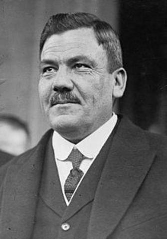 Plutarco Elías Calles asume presidencia