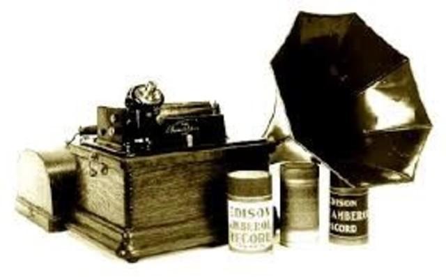 1877: Thomas Edison creó el fonógrafo