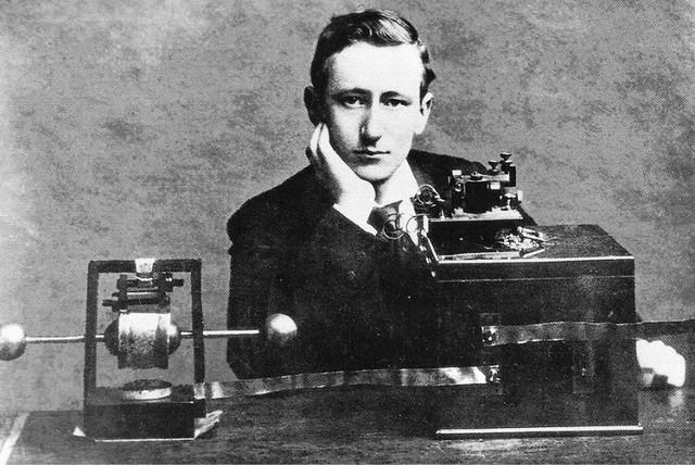 1887 Heinrich Hertz La radio