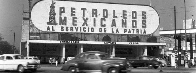 Lázaro Cárdenas decreta la expropiación petrolera. Con esto nace la compañía de Petróleos Mexicanos (PEMEX, actualmente).