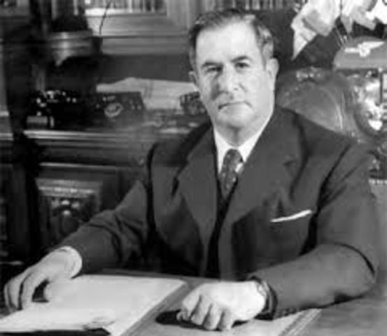 Manuel Camacho asume la presidencia