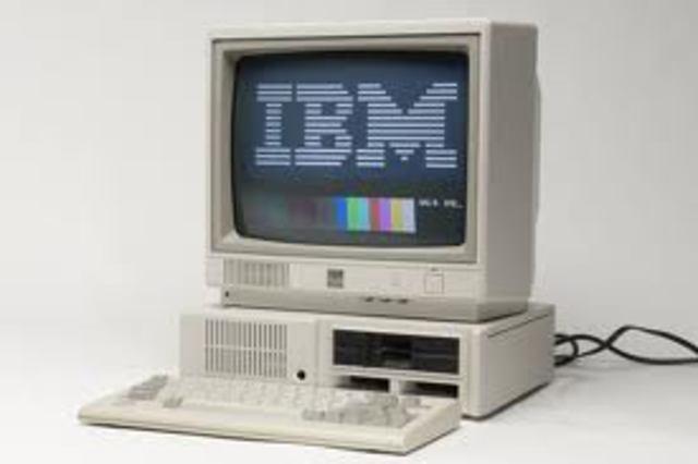 Se desarrollan la minicomputadora IBM 360