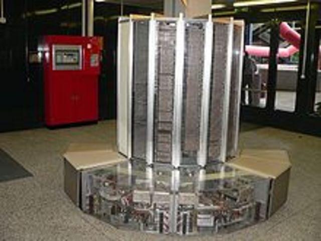 Se desarrollan las supercomputadoras.