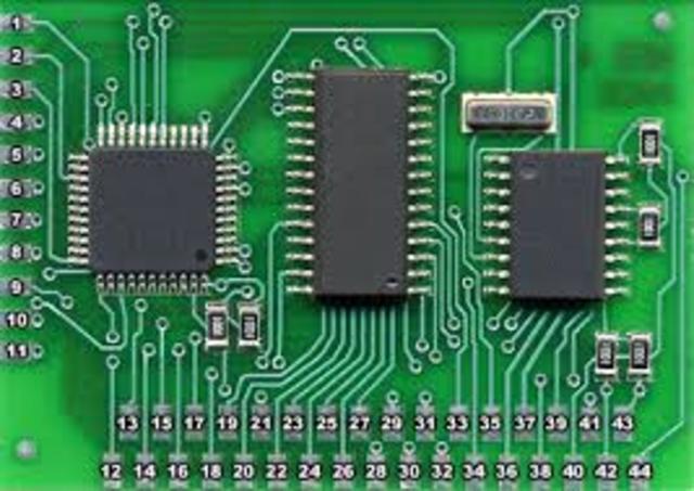"""Se colocan más circuitos dentro de un """"chip""""."""
