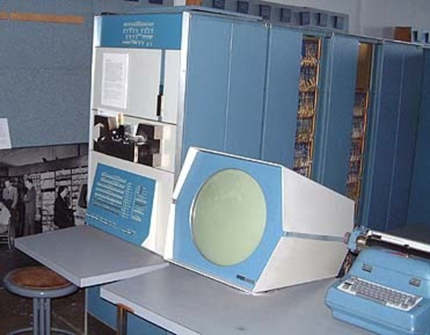 Minicomputadoras DEC PDP-1.
