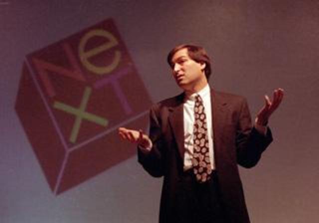 Apple compra NeXT.