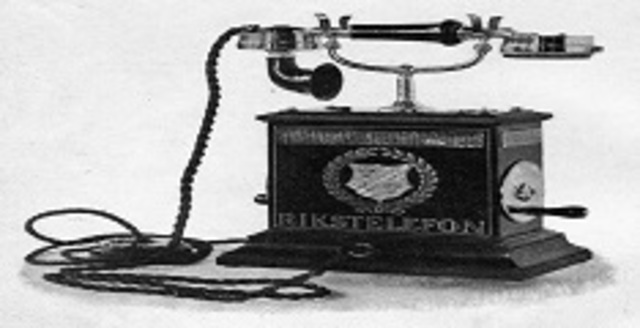 Creación del primer teléfono.