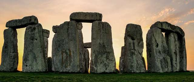 'Ritual landscapes' like henges and round barrows proliferate