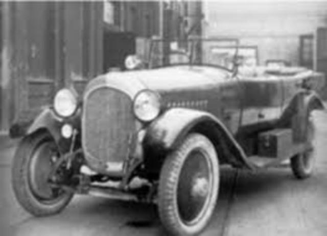 Primer motor de seis cilindros