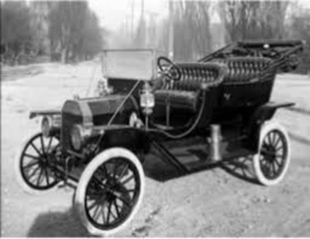 Vehículo con frenos en las cuatro ruedas