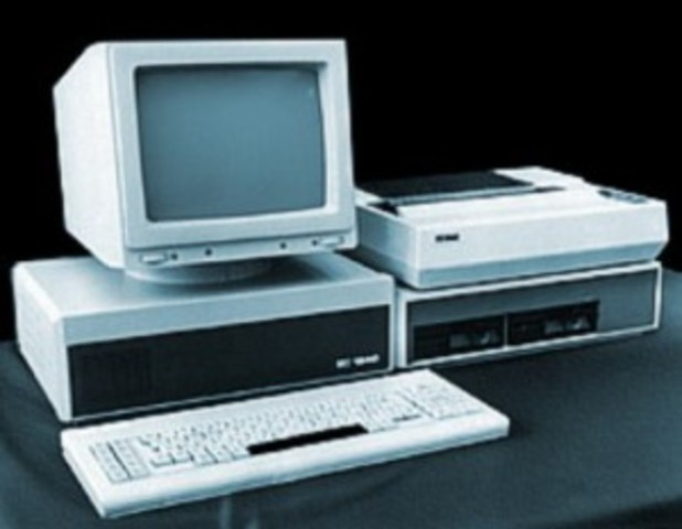 Первый массовый  персональный компьютер