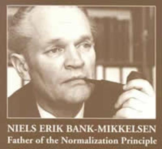 Bank-Mikkelsen incorpora a la ley danesa el principio de Normalización.