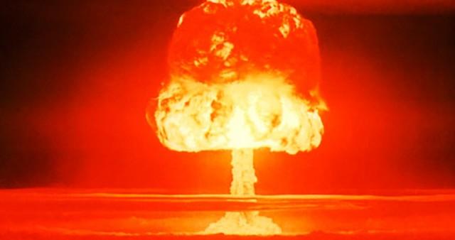 Sovjetunionen eksploderer sin første hydrogenbombe