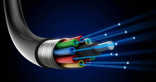 """Kapany crea la """"fibra óptica"""""""