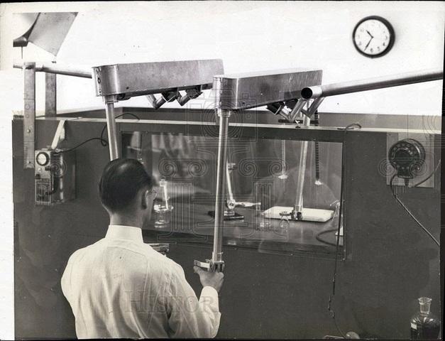 Raymond Goertz diseño el primer brazo mecánico.