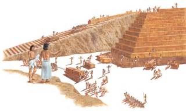 De eerste piramide word gebouwt
