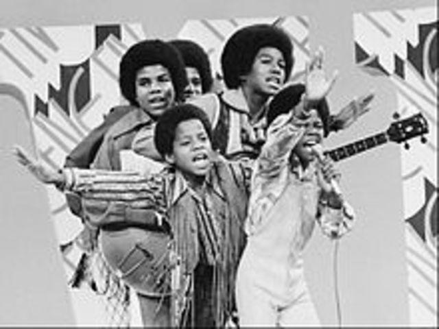 Michael y su hermano Marlon se unen a los Jackson Brothers