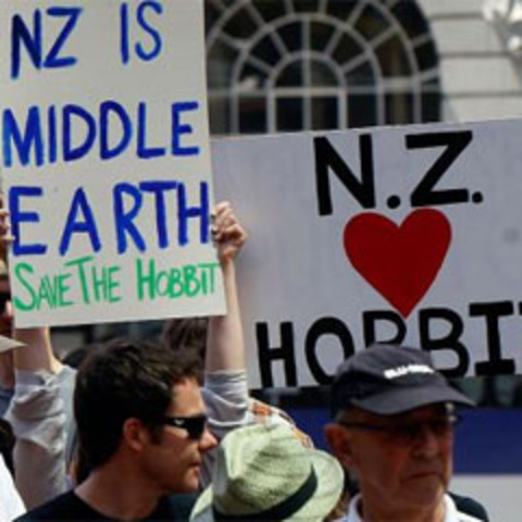Thousands march to keep Hobbit in NZ