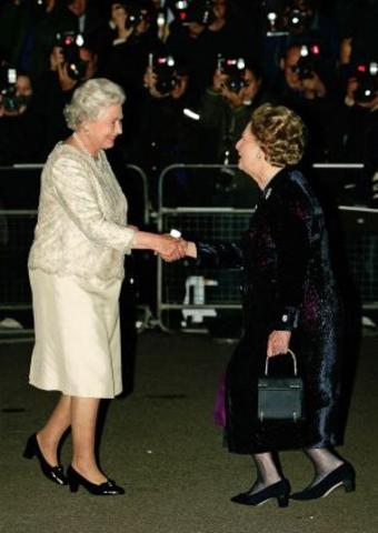 Isabel II inviste primera ministra a Margaret Thatcher