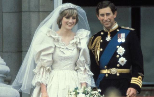 El heredero de Isabel II, Carlos de Inglaterra, contrae matrimonio