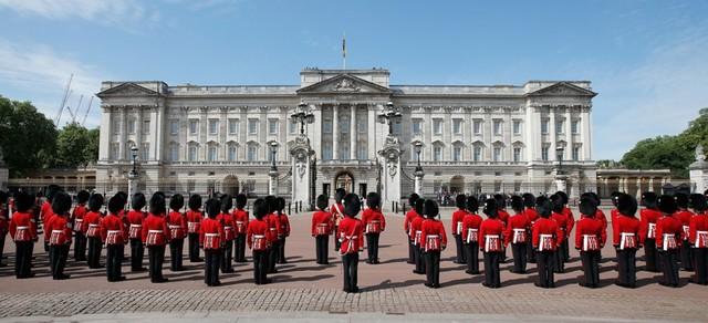Un hombre logra penetrar la seguridad del Palacio de Buckingham