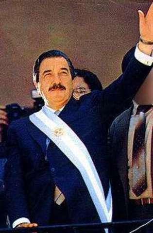 Alfonsín asume la presidencia