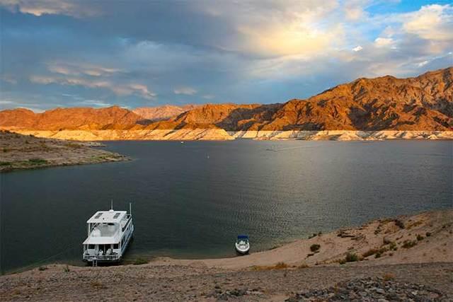 Chris Hikes Around Lake Mead