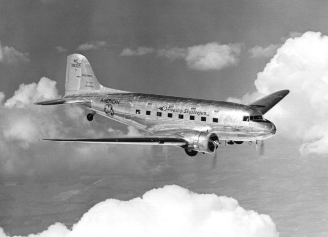 First modern commercial airliner