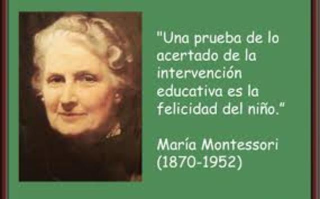 María Montessori (1870 – 1952) El desarrollo del niño no se logra de manera lineal y regular sino por etapas a través de las cuales el niño revela una sensibilidad particular