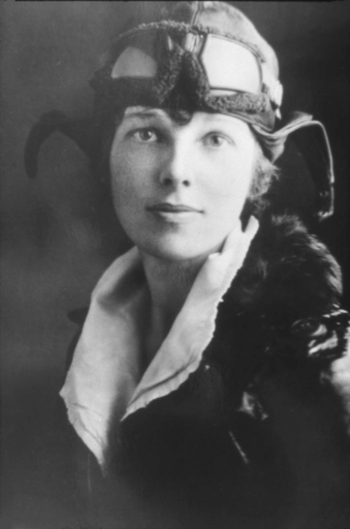 Amelia Earhart sets altitude record for female pilots
