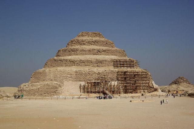 De eerste piramide van: Farao Djoser