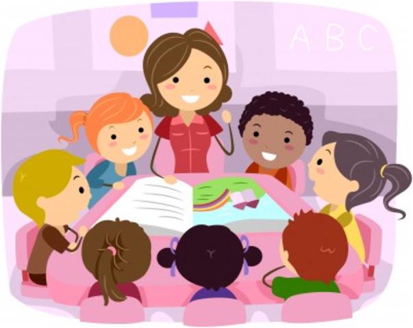 Surge el término de comunicación educativa
