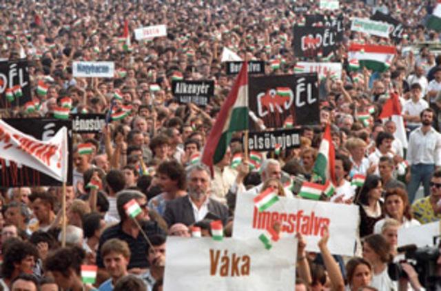 Tüntetés a Hősök terén