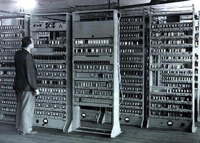 Electronic Delay Storage Automatic Calculator (EDSAC)