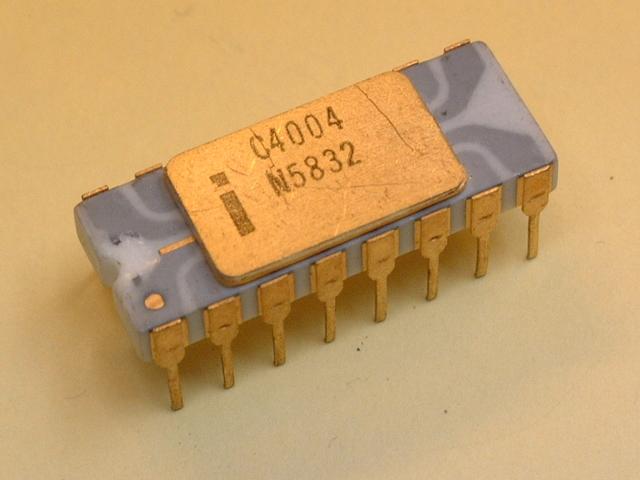 Первый процессор от компании Intel:4004