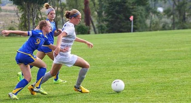 Txell, she playing football