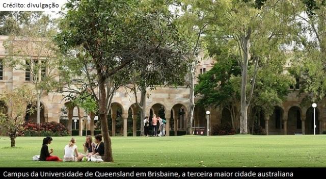 A Universidade de Queensland começa a experiência com a EAD.
