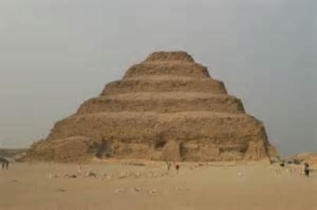 eerste piramide in sakkara