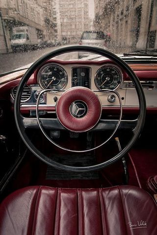 A steering wheel is designed to replace the steering tiller.